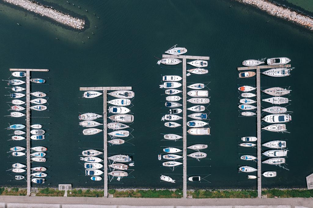 Dronepilot og foto af havn
